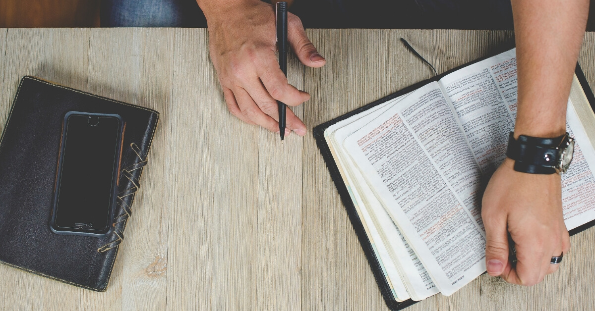 How to Stop Getting Distracted During Prayer and Bible Study