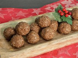 Gingerbread-Bliss-Balls.jpg